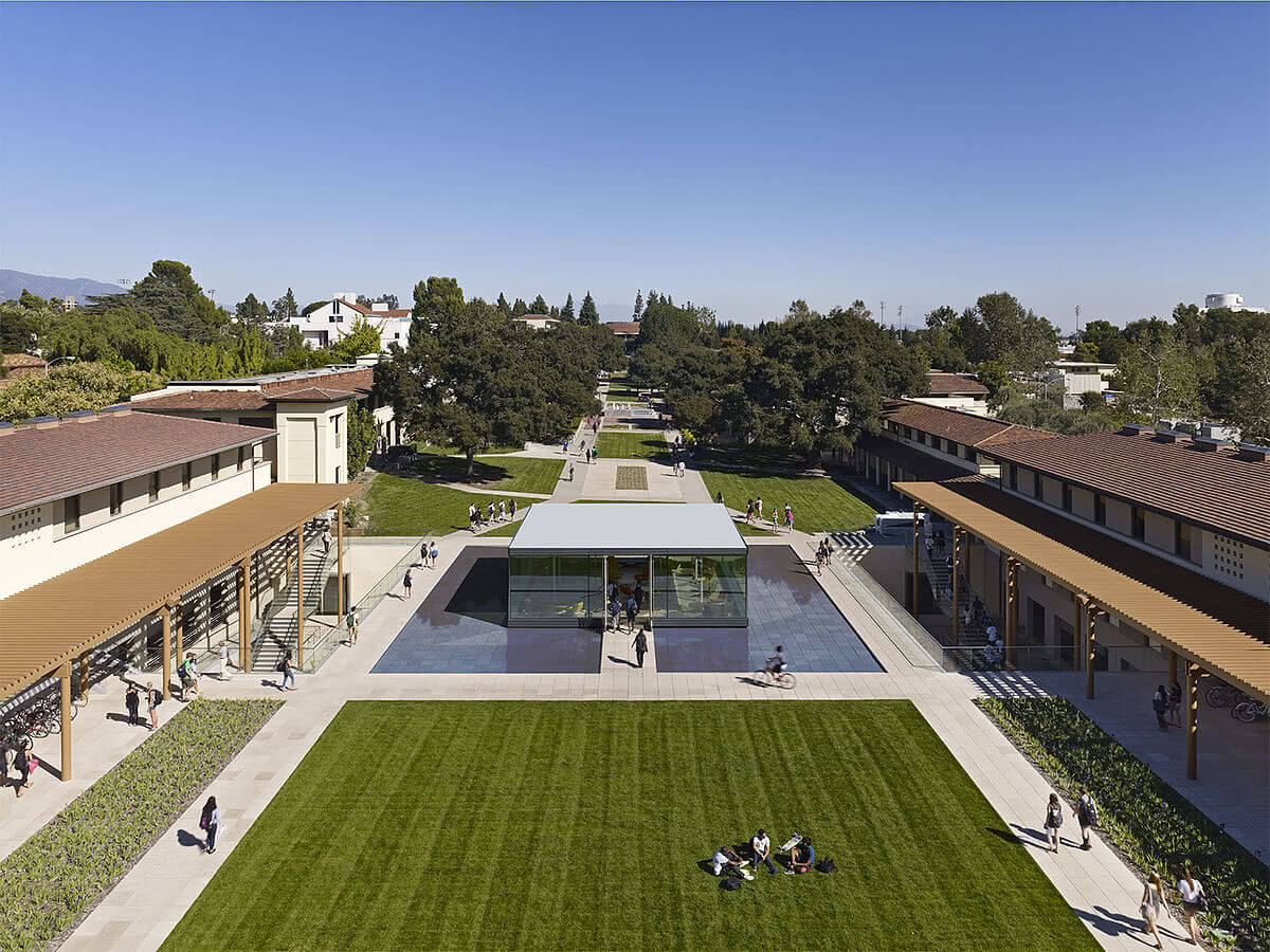 Kravis Center at Claremont McKenna College panoramic view.