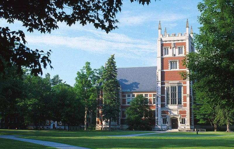 Hubbard Hall building at Bowdoin College on a summer day.
