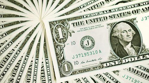 exchanging money photo