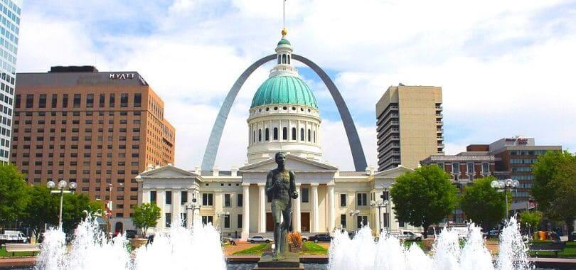 The Gateway Arches with a capital building in front of it.