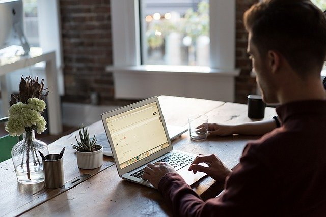 What are the differences between an online MBA program vs traditional program?