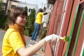 Summer activities, like doing volunteer work, can impress college admissions.