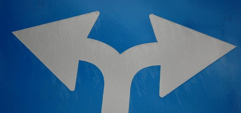 Two arrows diverging on a blue background.