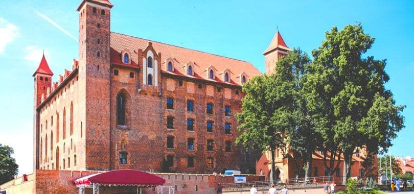 A picture of a red-bricked college campus building.