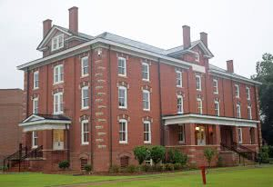 Huntington Hall at Fort Valley State University.